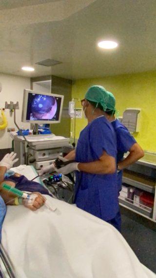 Realización de una técnica de endoscopia bariátrica.